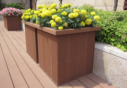 The park flower box with excellent decorative effect