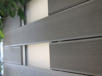 Exterior wallboard with good decorative effect
