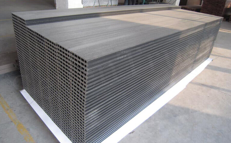 Appearance and Price of Wood Plastic Composite Decking Products